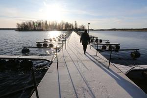 I november är alla båtar uppe på land så att Borgmästarebron kan åtgärdas. Askersunds kommun har nu skickat utredningen till leverantören och vill ha ett besked inom en vecka om vad de tänker göra åt bron.