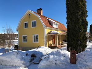 På femte plats på Dalarnas Klicktoppen för vecka 12 kom denna sexrumsvilla i Falu kommun med 5 380 klick. Foto: Kristofer Skog/Husfoto