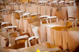 Julkassen som delar ut julmat till behövande har ökat i antal från 100 matkassar 2012 till 1140 matkassar i fjol.