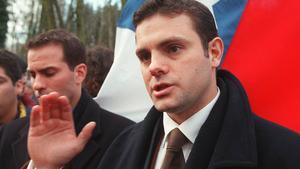 Raymond Paredes och hans bror Nicolas (till vänster) vars far försvann i samband med kuppen som leddes av Generalen Augusto Pinochet. Här demonstrerar de utanför Pinochets hyresbostad i England januari 1999. Foto: Alastair Grant/TT