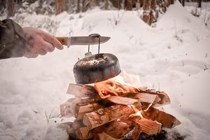 Lite kaffe eller kanske en måltid fixades över öppen eld i Mullsjö. Foto: Thomas Ivung