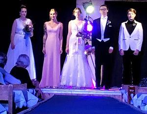 Hanna Mårsner, Wilma Öqvist, Emmy Bäckström, Björn Winterberg och Johan Wreede visade bröllopskläder.