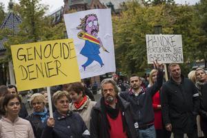 Demonstrationer I Oslo 2014 mot att Peter Handke får Internationella Ibsenpriset. Foto: Fredrik Varfjell / NTB scanpix
