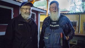 Göran Stolpe och Johny Stolpe är bröder och kaninuppfödare. När de reser bort får deras syster  ställa upp och mata kaninerna.