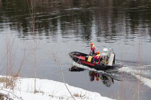 Sjöräddningen Siljan-Runn letade under söndagen efter den försvunna kvinnan i Dalälven mellan Avesta och Näs.
