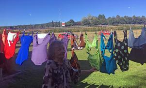 Vid Hembygdsgården visade Britta Backman upp baddräkter från olika tidsepoker.