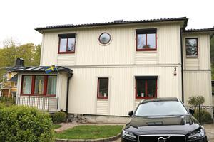 Exteriören av huset som är byggt 1951 och utbyggt 2004.