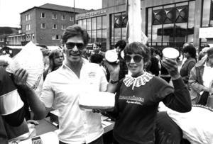På lördagen var det marknad på Stortorget. Annemaj Olofsson och Bill Öhnstedt från Nordanälden sålde getost och tunnbröd.