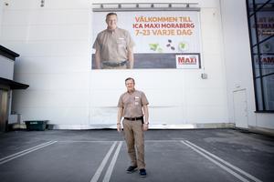 Vid 23 års ålder var Markus Lönnroth Sveriges yngsta Icahandlare. Då i Huvudsta. Sedan november 2017 är han ansvarar han för Ica Maxi i Moraberg.