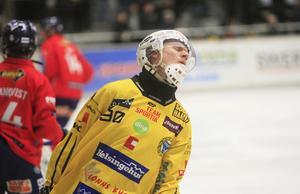 Jonas Engström efter en missad chans i första halvlek.
