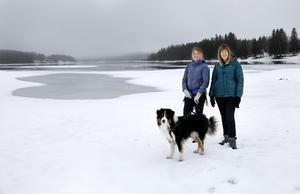 Erika Enequist och Lena Hedman har under åren gjort många turer tillsammans innan boken Fjäll gavs ut. De senaste åren har även Australian shepherdhanen Vift blivit tursällskap åt författarduon.