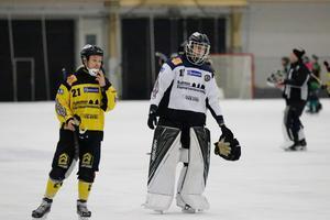 ÖSK-målvakten och profilen Johan Blom lägger av. Har inte längre motivation att sätta bandyn först i livet.