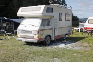 När Tomas Krysell tog sig ur den brinnande husbilen var den omringade av andra campinggäster och personal med brandsläckarna i högsta hugg.