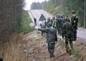 Många hjälpte till i sökandet efter försvunna Engla, bland annat polis och hemvärnet. Foto: Curt Kvicker