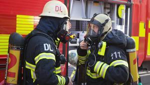 Rökdykarna i Köping, Arboga och Kungsör saknar akut rökskyddsutrustningar sedan det upptäckts att befintlig utrustning inte är kalibrerade och verifierade enligt gällande regler. (Bilden tagen under rökdykinsats i Dalarna)