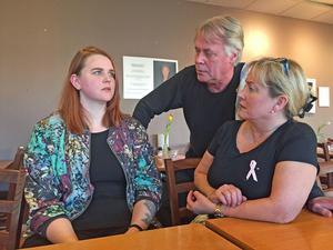Ann-Sofie Nordberg  och hennes kamrat räddades undan en sexförövare av Lennart och Annelie Heintz för 16 år sedan. Nyligen träffades de igen på parets lunchrestaurang, Drivers bar.