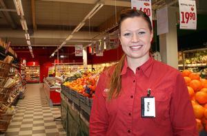 Maria Nilsson, butikschef för Willys i Timrå, är mer än nöjd med antalet kunder som kommer till butiken. Hur stor omsättningen är behåller hon dock för sig själv.