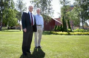 Högra än västra högbygget. Här precis vid 90-gradersböjen på Lyviksvägen vill Lars Nilsson och Ralf Hartings bygga ABB:s nya provhall för de stora genomföringarna.