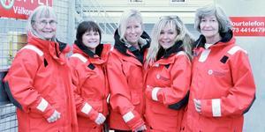 Lena Anderfelt, längst till vänster, är en av Nynäshamns kvinnliga sjöräddare. De andra heter Katarina Källkvist, Marie Lööf, Eva Täckholm och Nina Olofsson.