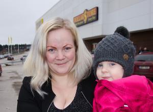 Lena Pettersson, 29, butikssäljare, Sundsvall, med dottern My