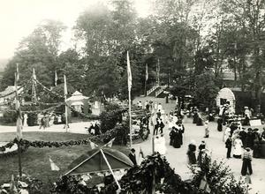 Fest i Badparken i Södertälje på 1880-1890-talet. Foto: Torekällbergets museum