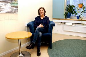 Marie Lundberg är gruppchef på polisens avdelning för brott  i nära relation i Norrtälje. Hon och hennes medarbetare håller även förhör med brottsoffer under 15 år.