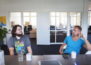 Företaget Infocaption omsätter cirka 20 miljoner kronor och har lite färre än 20 anställda. Zid Eriksson och Nils Erik Wallman, som är en av företagets grundare, kom i kontakt via matchningsprojektet The scape bay som håller till i Sandbacka park.