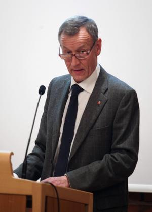 Centerprofilen Göran Engström noterar att Smedjebackens ekonomi är stark. Men han varnar för att kärvare tider väntar.