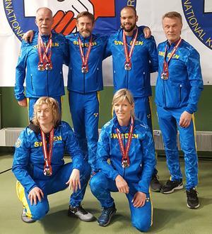 Falulyftarna med sina medaljer. Foto: Läsarbild