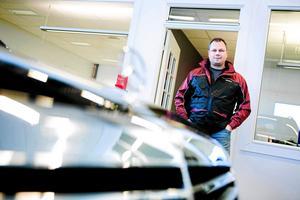 Det är hos Lars Andersson, ägare av Carnila AB, som Besikta flyttar in. ''De kommer hyra 370 kvadratmeter i vår gamla utställningshall'' sa han till tidningen i höstas.Foto: Jonathan Svedgård/Arkiv.
