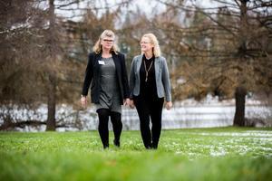 Carina Munter (till vänster) och Suzanne Bäckman vill att landsbygden ska kunna leva – och då krävs till exempel fungerande transporter och tillgång till bredband.