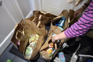 Genrebild. Elisabeth tycker att de stora livsmedelskedjorna ska erbjuda fri hemkörning av varor till alla över 70 år. Foto: Henrik Montgomery/TT
