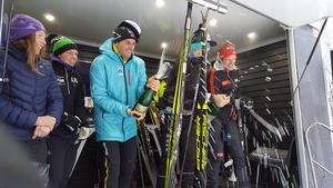 Herrarna och damerna på prispallen firade tillsammans. Foto: Åre Swix Open
