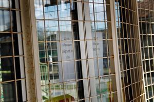 Coop Konsum i  Krylbo höll fortfarande stängt förmiddagen efter rånet kvällen före.