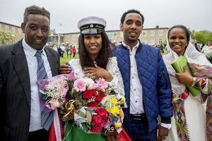 Pappa Teweldebrhan Merhawi, Eritrea, är stolt över dottern Gebrehiwet.