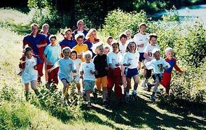 Sågmyra SK:s träningsgrupp som höll ihop under flera års tid. Calle Halfvarsson syns i gul t-shirt i mitten av bilden.