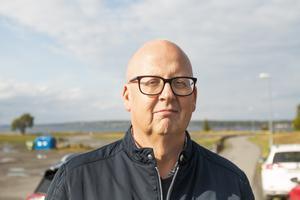 Det blev nej till förslaget om fria inomhuskläder för förskolepersonalen. Kommunalrådet Bosse Svensson (C) menar att man måste ta det när det finns pengar till det.