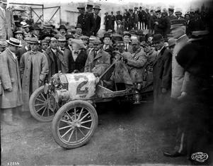 Burt Scott vann 1909- års tävling i Fords nya bil, T-Forden. På grund av vinsten sattes Fords försäljning fart på riktigt.
