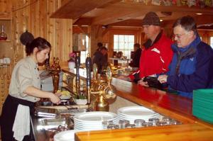 Lunchgästerna började trilla in efter elvasnåret på Mysoxen. Rödspätta var dagens lunch.