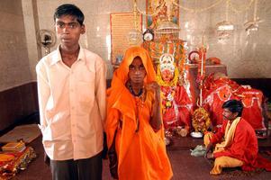 Elvaåriga Anita gifte sig med Birbal i indiska Rajgarh den 30 april 2006. AP gjorde ett reportage om barnäktenskap i strid med indiska lagar och mötte då dessa nygifta. Foto: AP