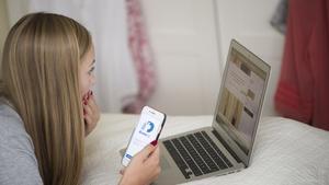 Telefonbedragare har börjat att rikta in sig på att försöka lura yngre personer.