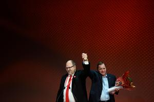 LO:s ordförande Karl-Petter Thorwaldsson och Socialdemokraternas partiledare Stefan Löfven (S). Foto: Hossein Salmanzadeh/TT