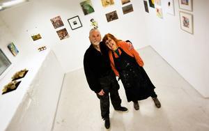 Kenneth Edlund och Tania Fred är två av de 40 konstnärer som ställer ut på Galleri Lokomotiv.
