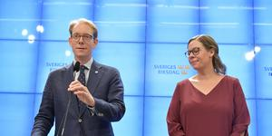 Tobias Billström och Maria Malmer Stenergard presenterade i torsdags Moderaternas ingångsbud till utredningen om migrationspolitiken. Moderaterna vill gärna återskapa den järnpakt med Socialdemokraterna som länge fanns på detta område. Det vill säkerligen en hel del socialdemokrater också. Foto: Jessica Gow, TT.