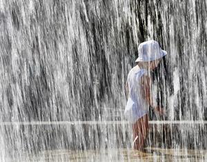 Varmare väder innebär faktiskt att fler kan bli sjuka eller till och med dö under värmeböljorna. Bild: Michael Probs