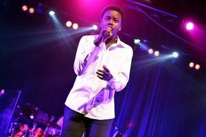 Tusse Chiza sjöng Hallelujah av Leonard Cohen med framgång. Så pass mycket framgång att han tog hem första priset.