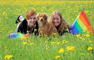 Maria Marre Gustafsson och Tina Wilhelmsson är redo att fira Pride i Ånge, vilket åter kommer ske i samarbete med Svenska kyrkan och Kulturnatten.