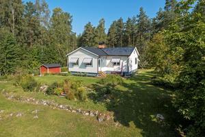 Villa i Haraldsbo med närhet till sjön Runn. Foto: Mikael Tengnér