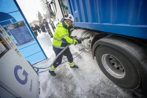 Den nya tankstationen för flytande och komprimerad gas i Torvalla erbjuder både natur- och biogas.