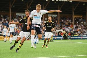 Erik Törnros i GIF-dräkt i match mot AIK på Strömvallen.